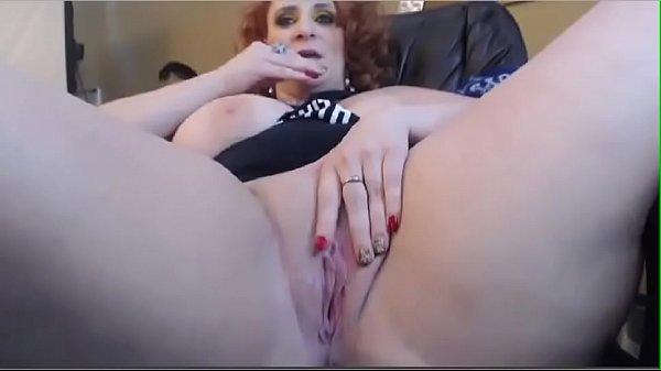 Coroa bucetuda se masturbando gostoso