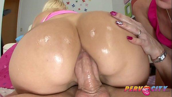 Loira fazendo sexo anal
